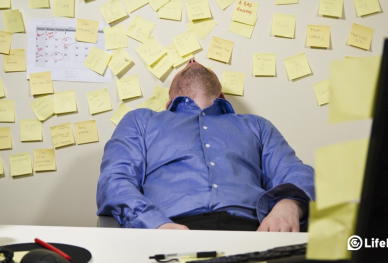 Lifehack brand image of man asleep at his desk surrounded by Pot-it Note messages